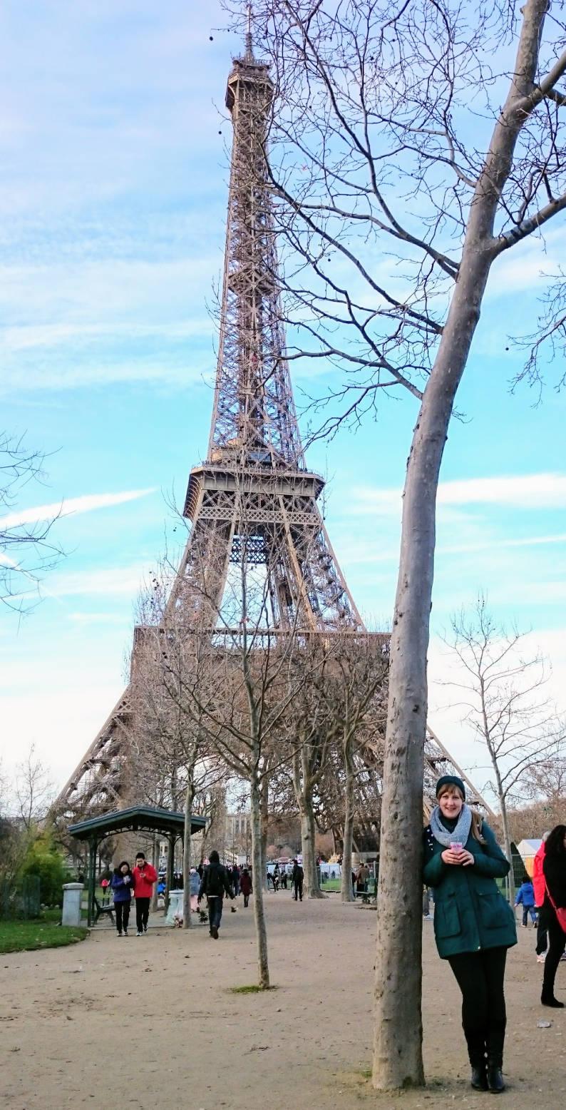 Jituška před Eifellovou věží