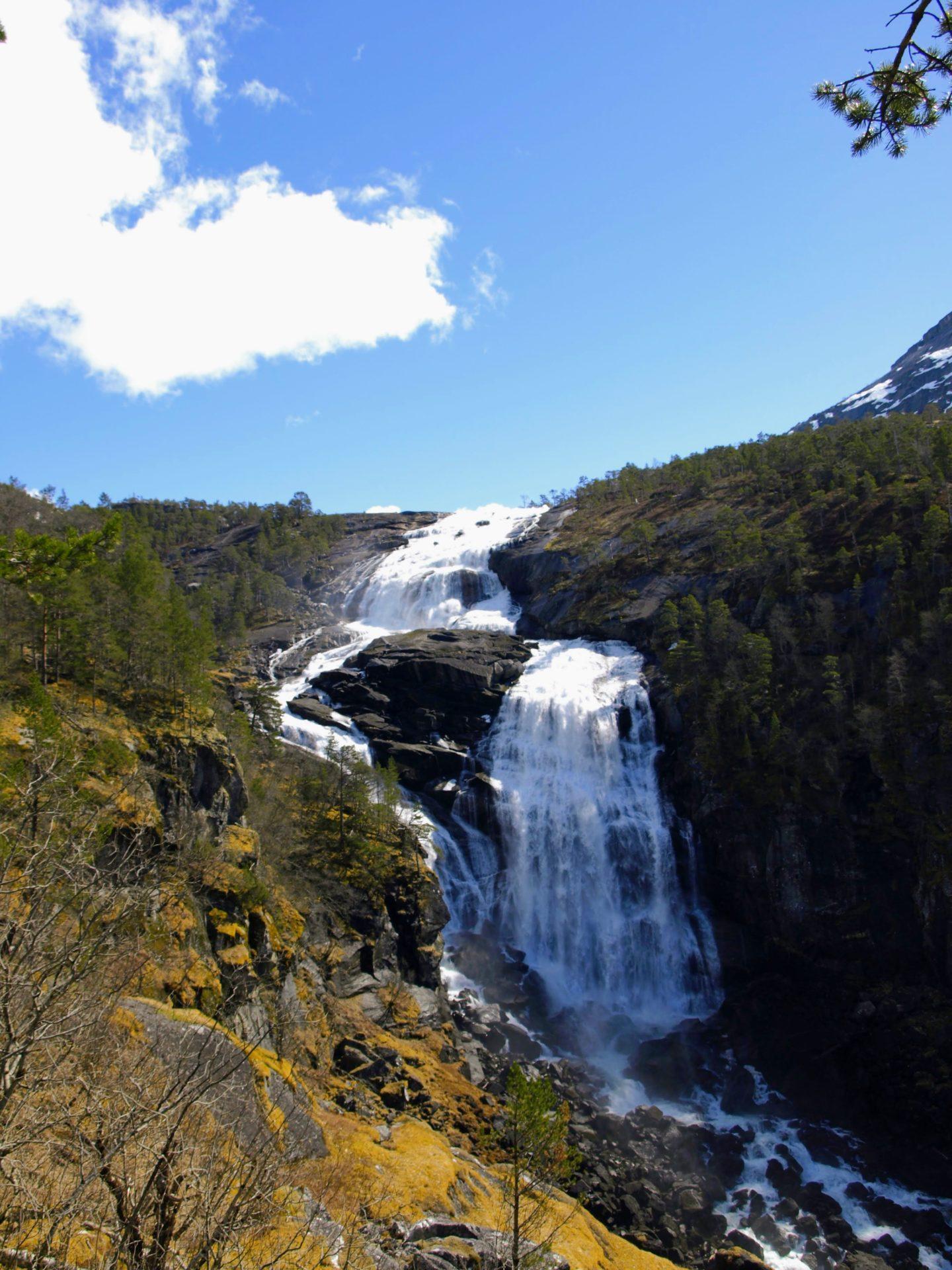 Druhý a nejimpozantnější vodopád v údolí, Nyastølfossen