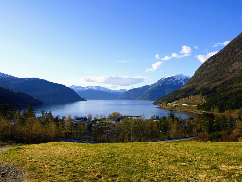 Večerní jízda podél fjordů