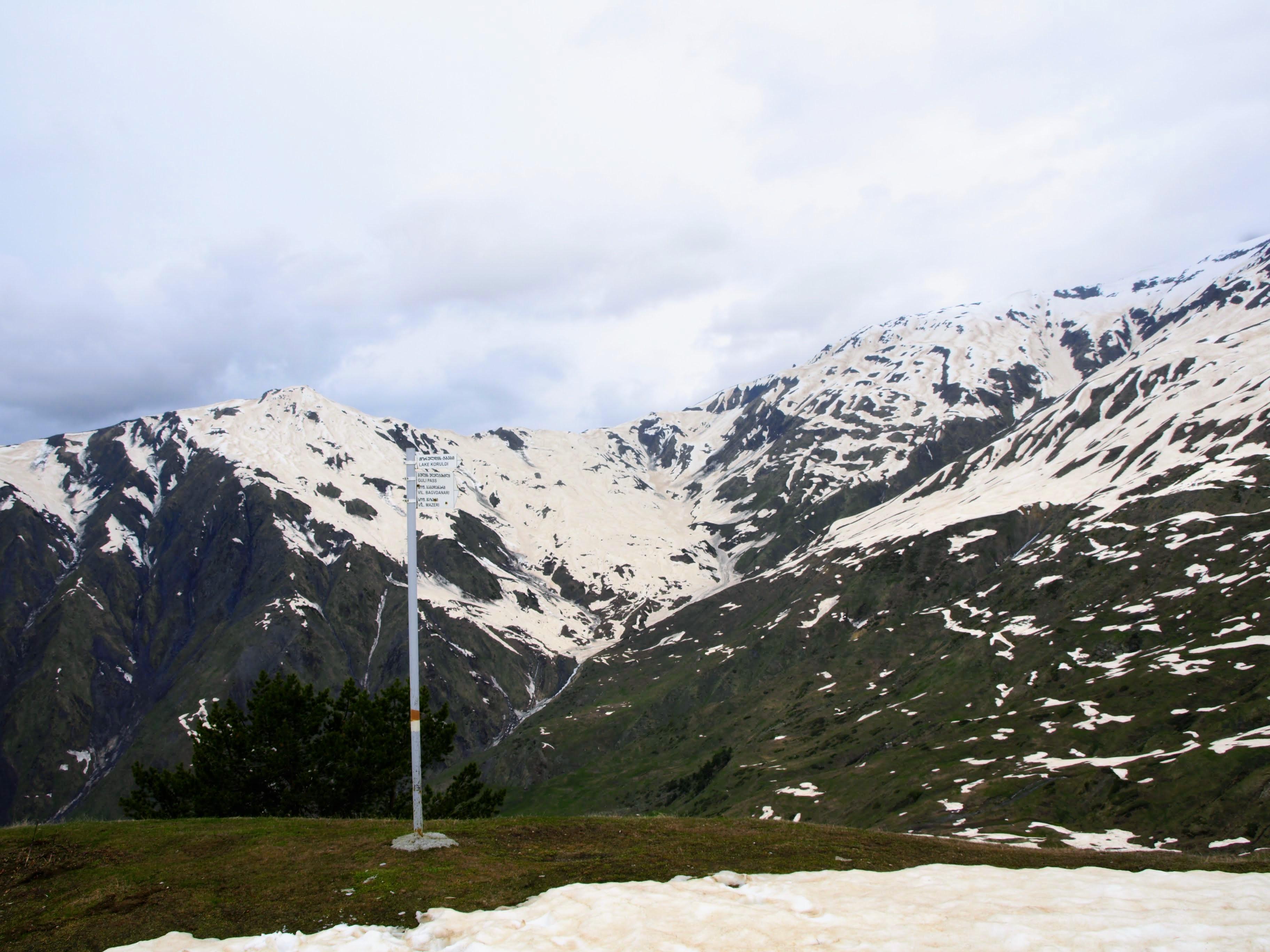 Rozcestník směr Koruldi lakes nebo Gulli pass (2400 m n. m.)