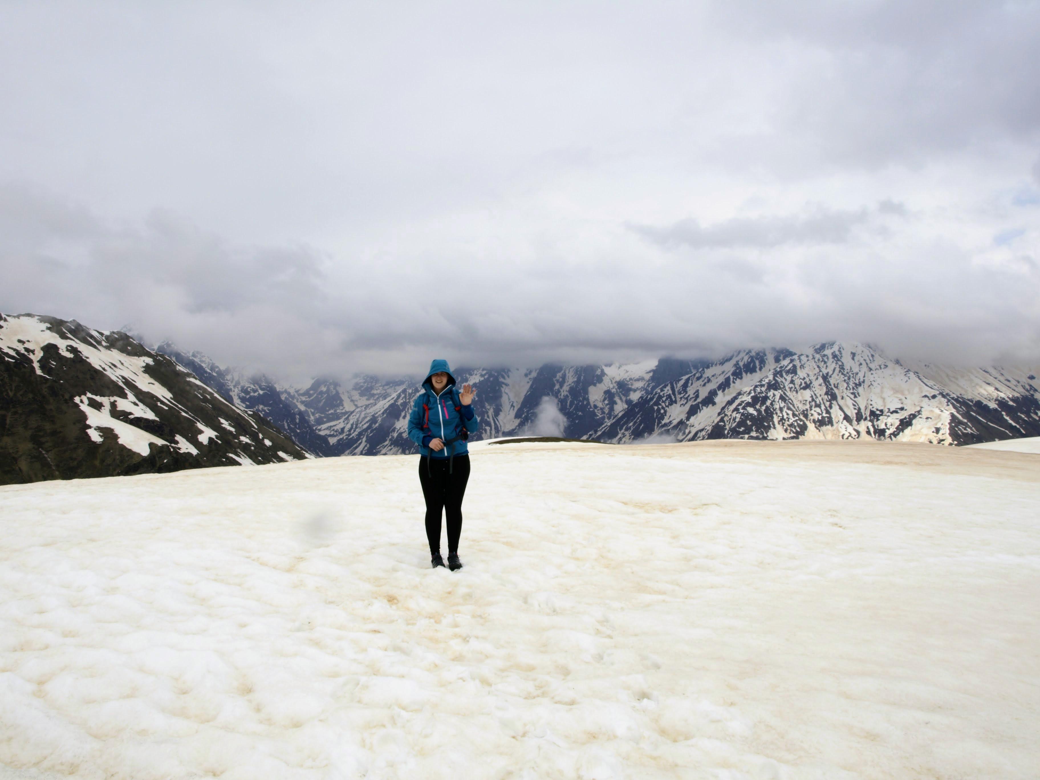 Zasněžená pláň u jezer Koruldi (2747 m n. m.)