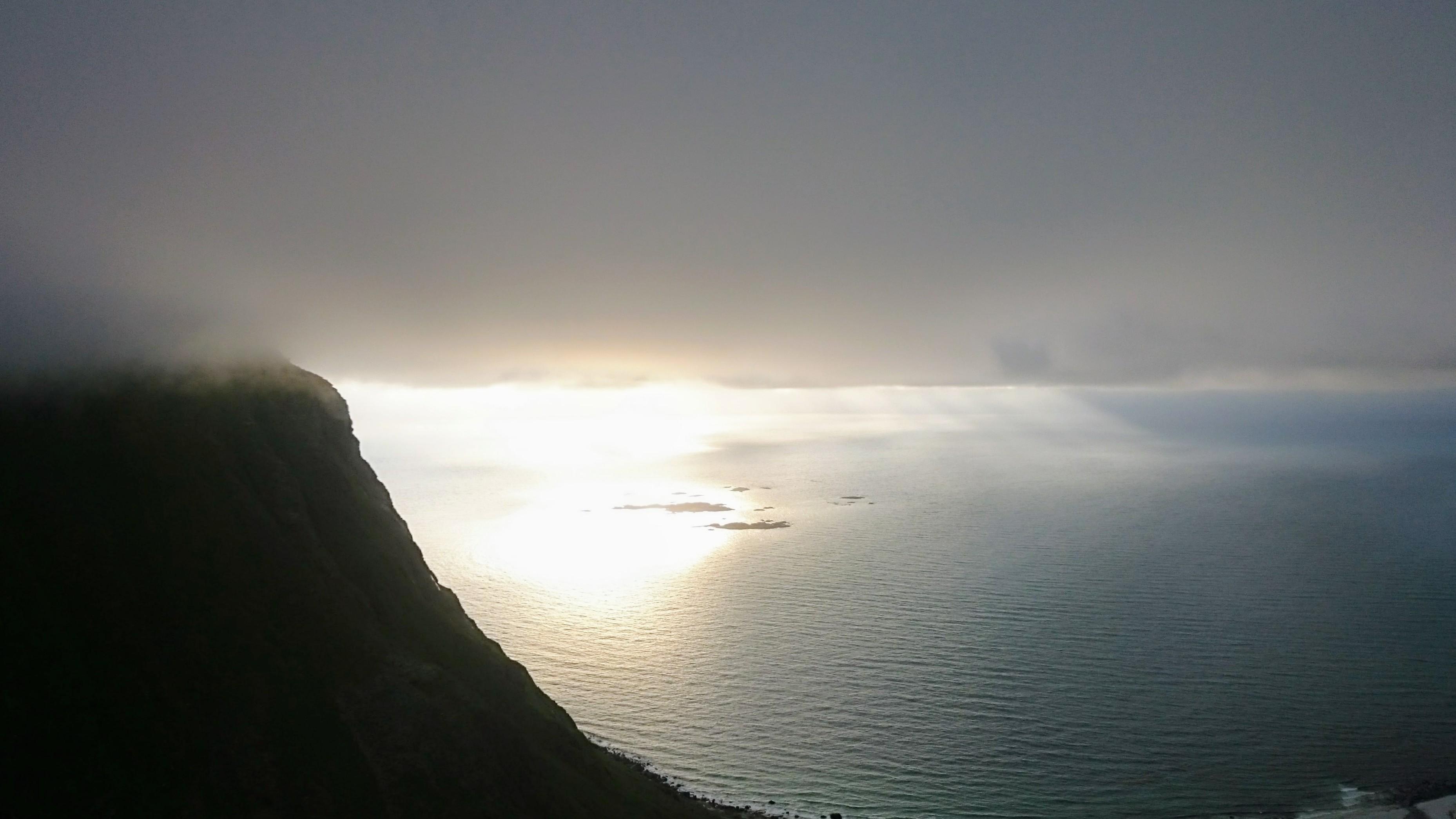 Odlesk slunce na mořské hladině