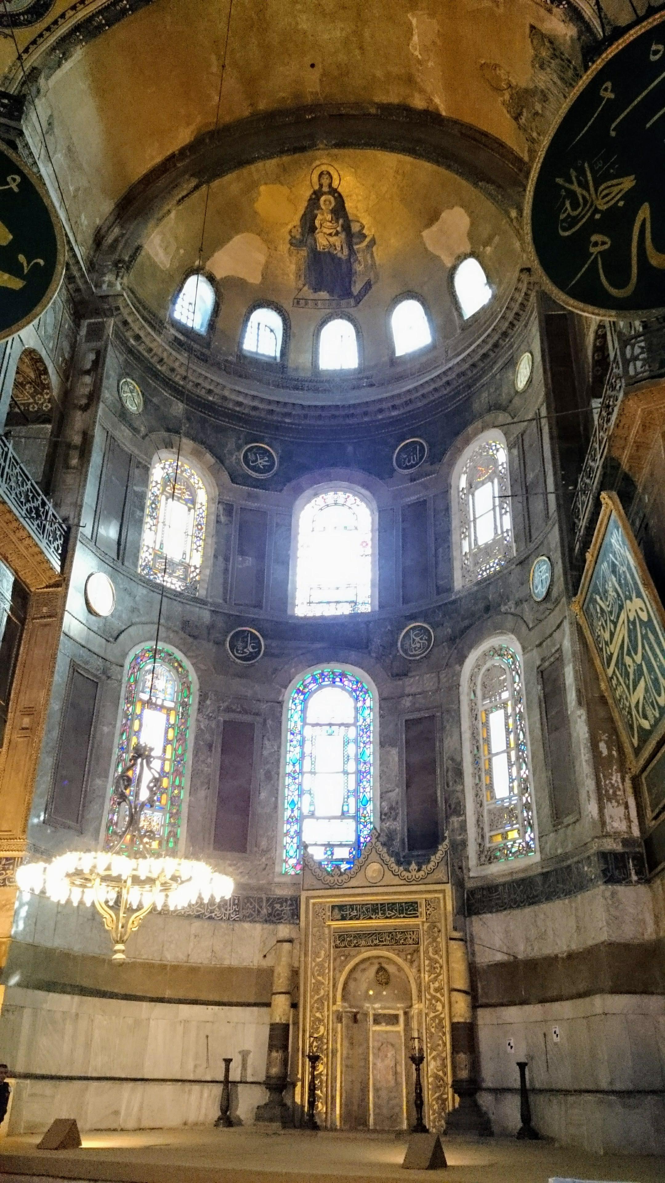 Hagia Sophia - Křesťanské symboly se mísí s muslimskými