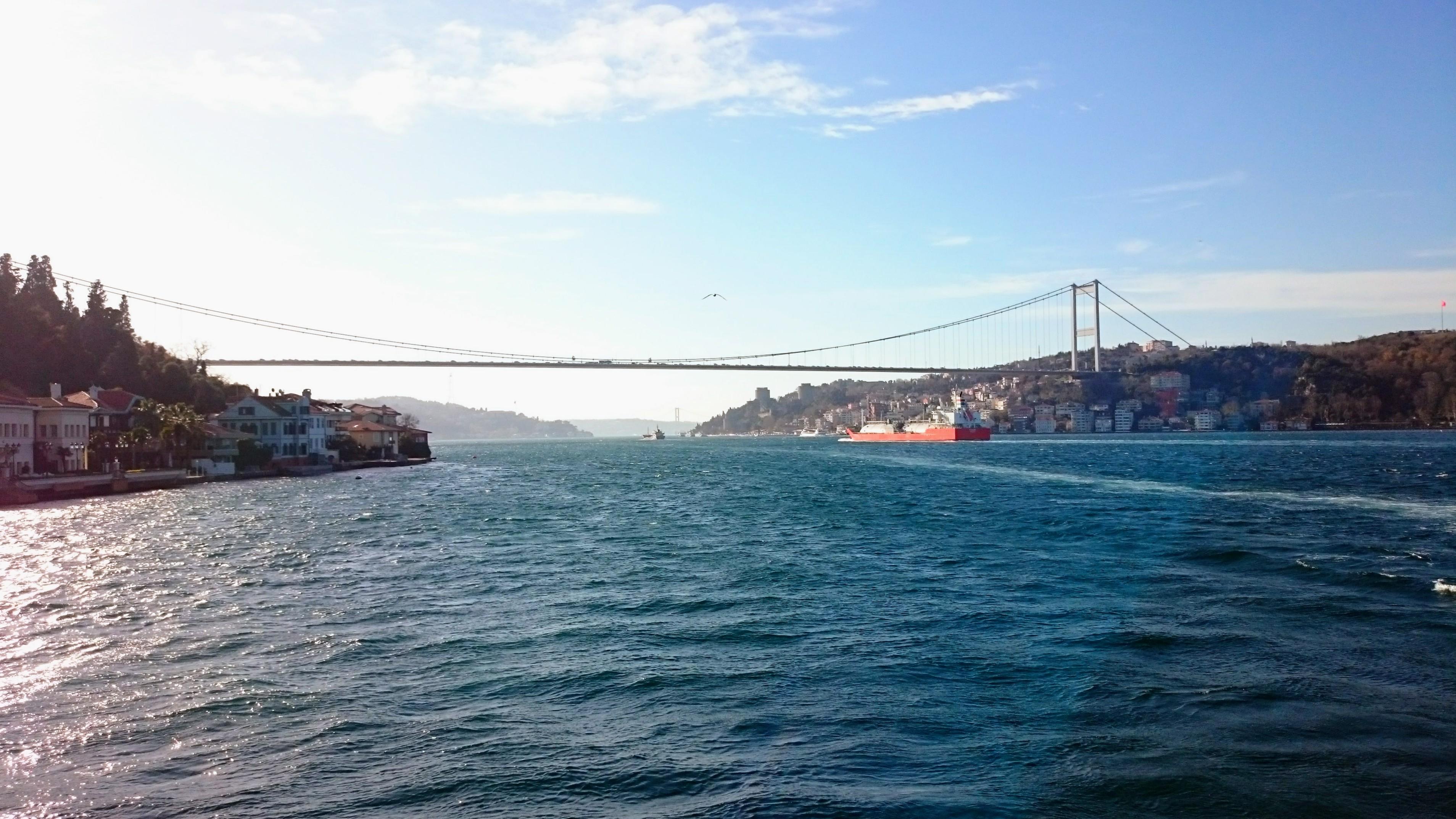 Jeden z mostů přes Bospor