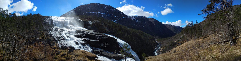 Panorama při výstupu podél vodopádu Nyastølfossen