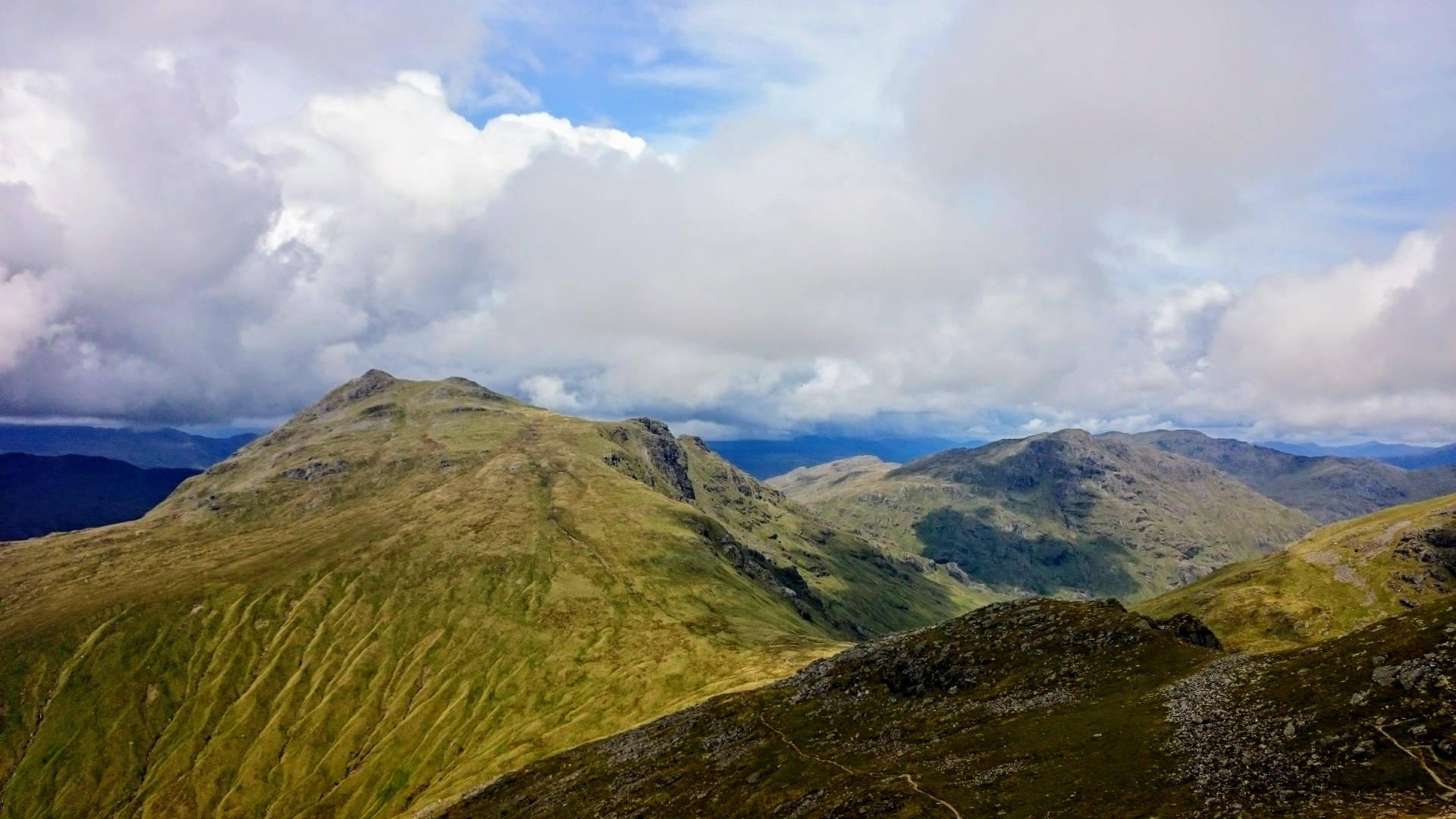 Výhled z vrcholu Ben Arthur