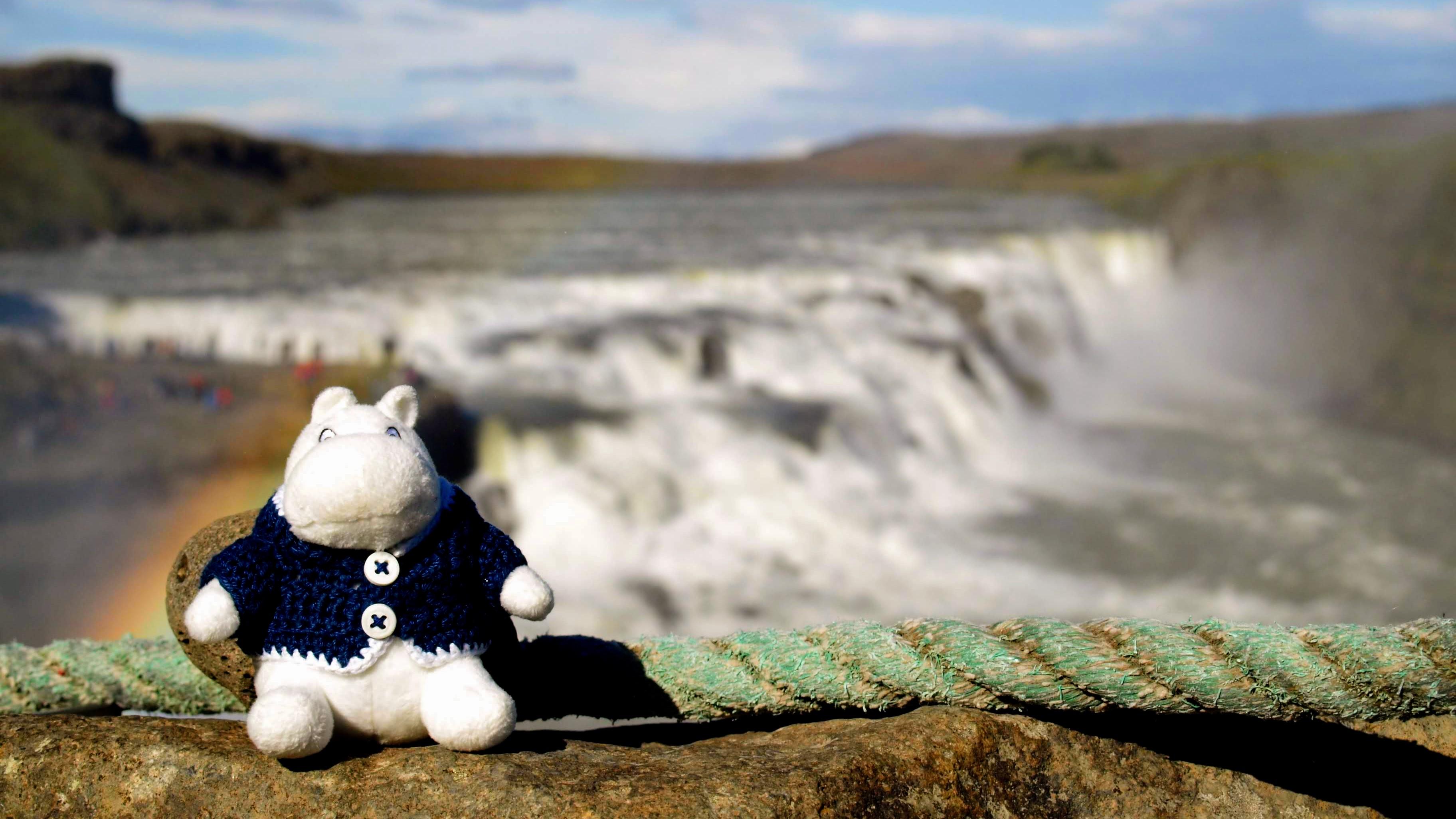 Mumínek před vodopádem Gullfoss