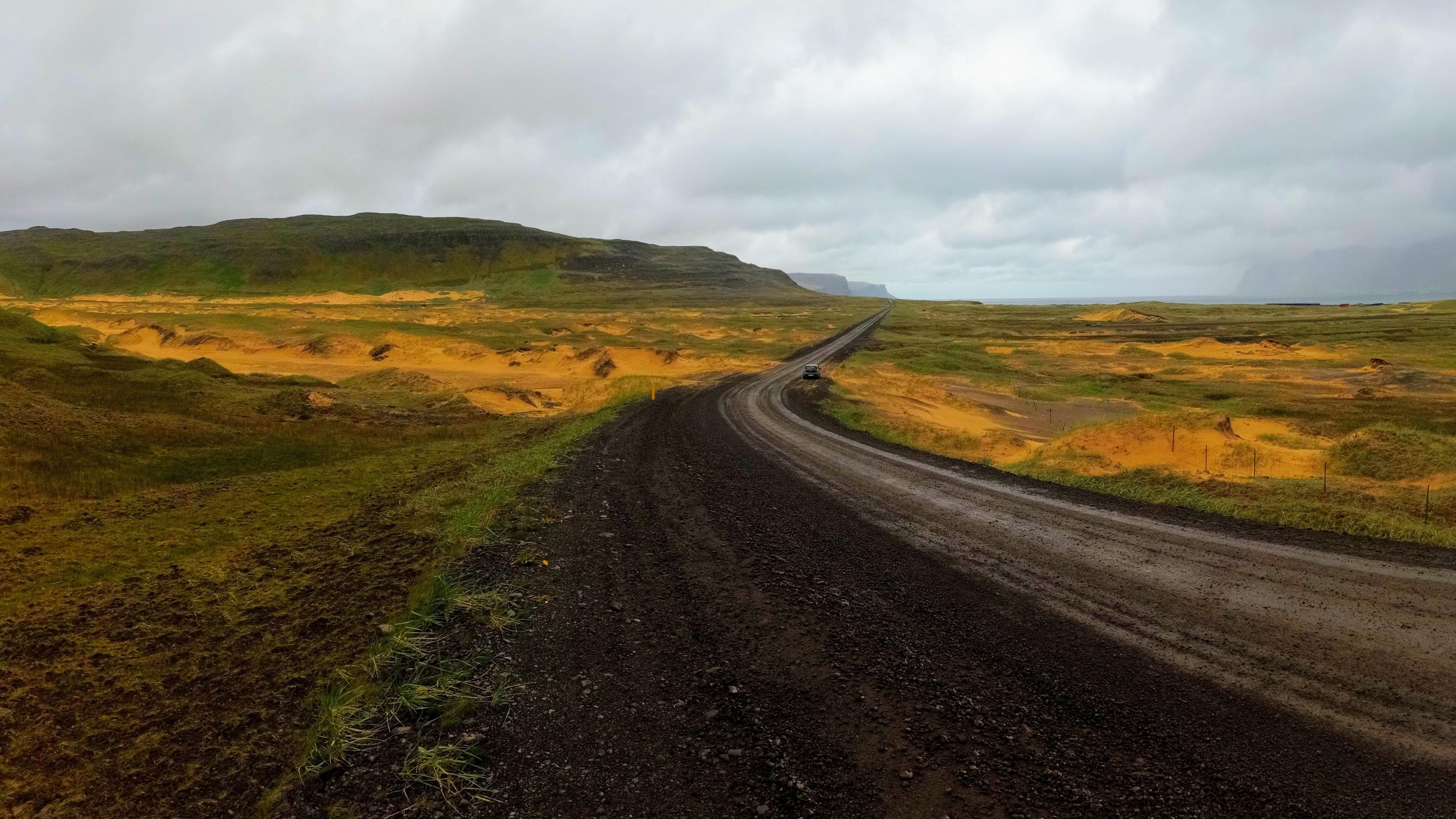 Prašná cesta do Látrabjargu