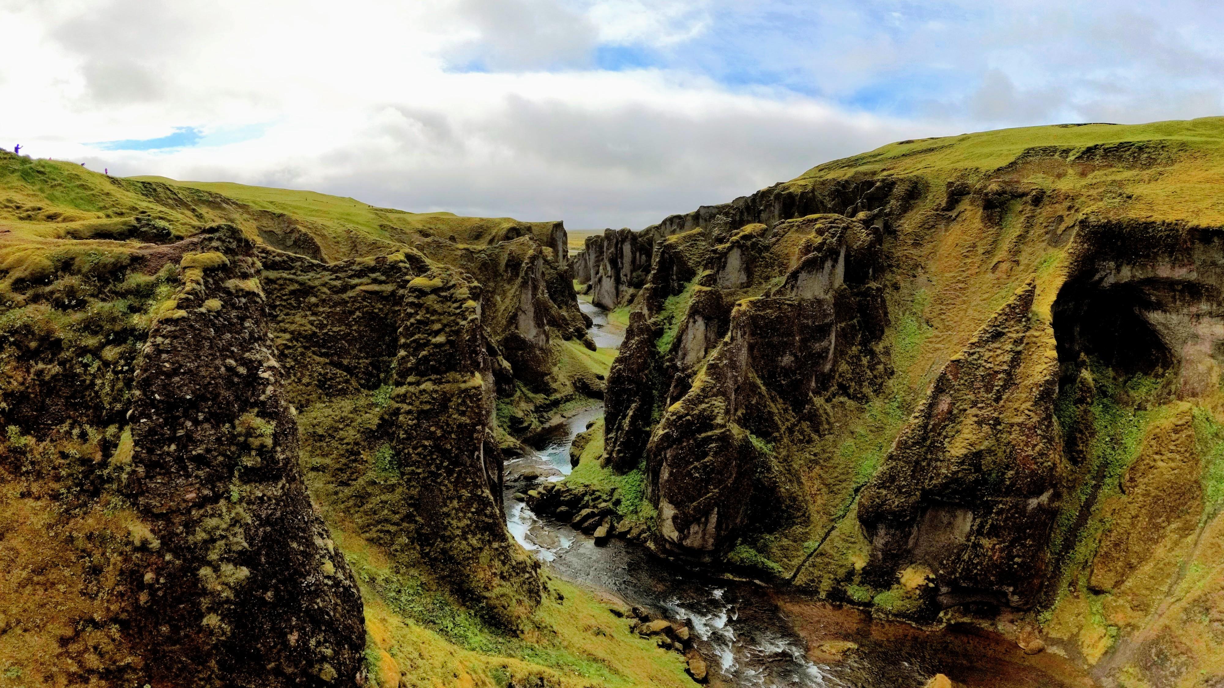 Soutěska Fjaðrárgljúfur