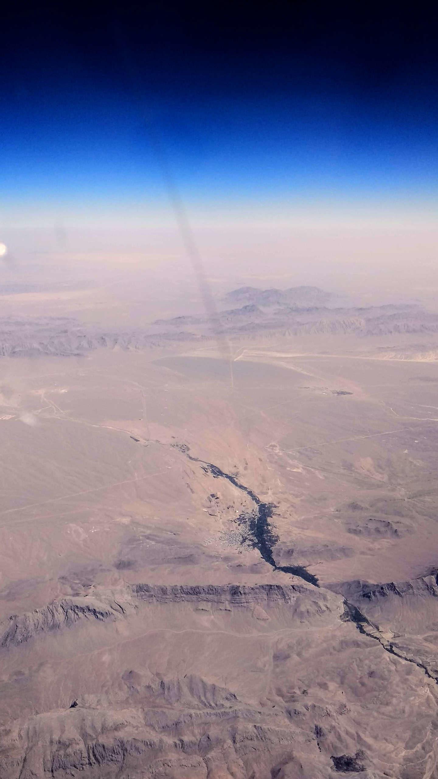 Pohled na poušť z letadla