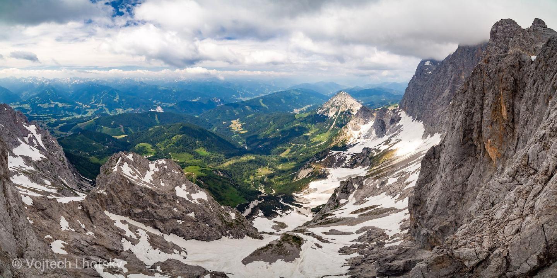 Vyhlídka ze stanice lanovky na Dachstein