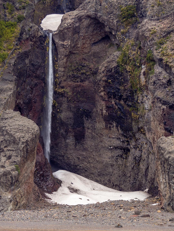 Vodopád pod horou Sierra Veluda