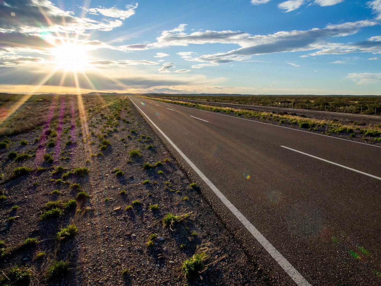 Silnice číslo 23 vedoucí skrz nekonečnou step
