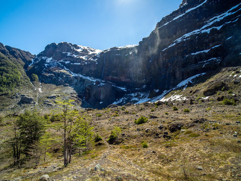 Ledovec Castano Overo nahoře na skále
