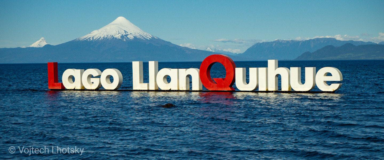 Jezero Llanquihue, v pozadí vulkán Osorno