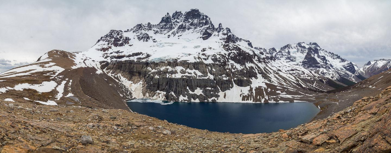 Laguna pod vrcholem Cerro Castillo