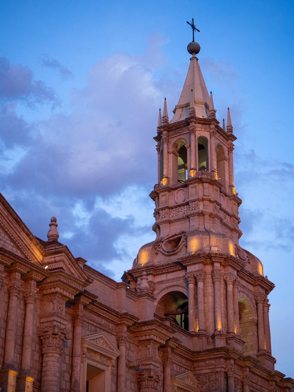 Věž katedrály v Arequipě