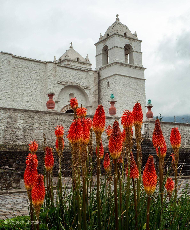 Kostel ve vesničce Maca