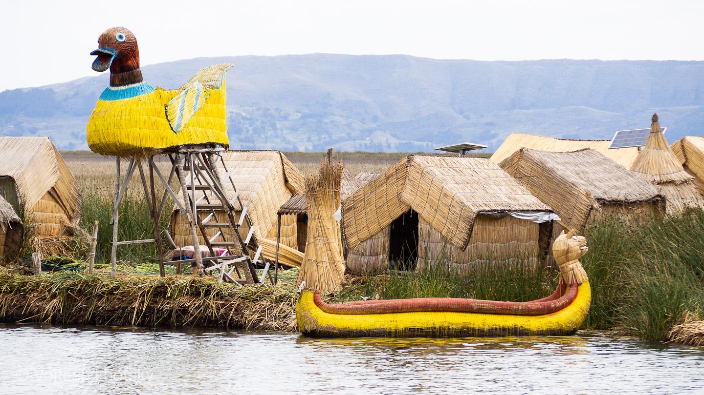 Rákosové ostrovy Uros na jezeře Titicaca