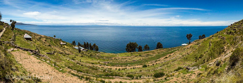 Pohled na jezero Titicaca z ostrova Taquile