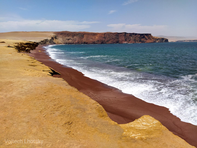 Playa Roja, poloostrov Paracas