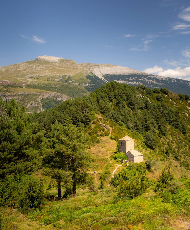 Kaple svatého Jana a Pavla, Tella